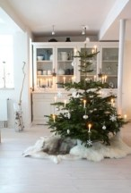 Minimalist and modern christmas tree décoration ideas 24