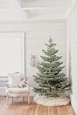 Minimalist and modern christmas tree décoration ideas 38