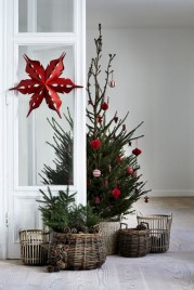 Minimalist and modern christmas tree décoration ideas 42