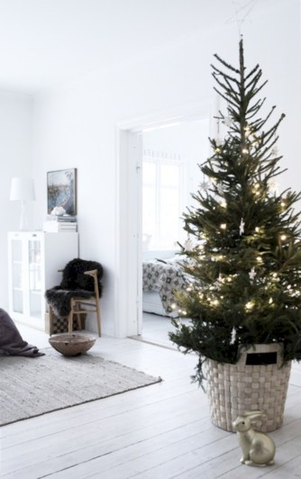 Minimalist and modern christmas tree décoration ideas 49