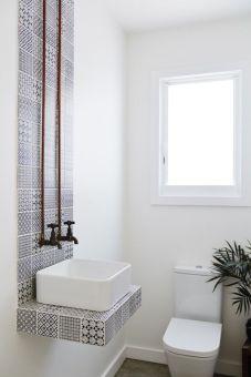 Modern bathroom with floating sink decor (19)