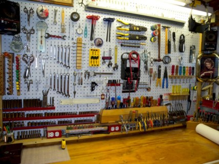 Neat and well-organized garage home decor ideas (8)