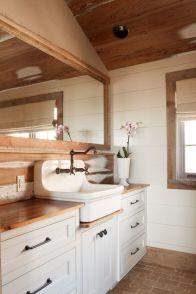 Rustic farmhouse bathroom ideas you will love (42)