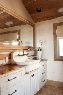 Rustic farmhouse bathroom ideas you will love (42)