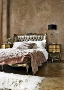 Simple bedroom design ideas with gold accents 31