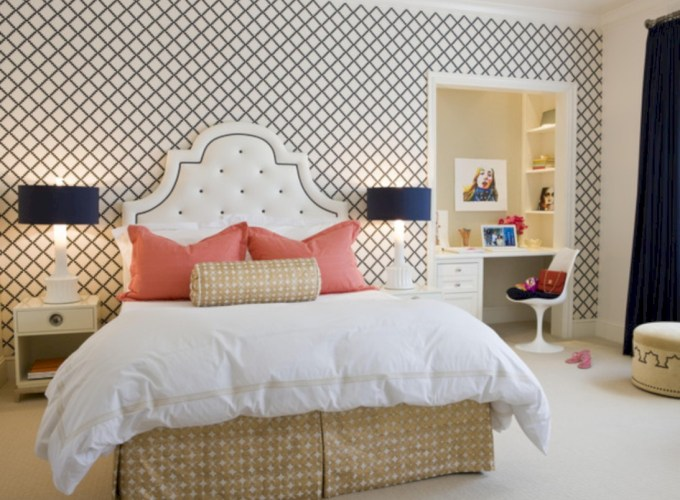 Simple bedroom design ideas with gold accents 53