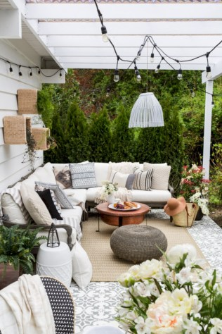 Simple patio decor ideas on a budget (26)
