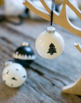 Stylish christmas decoration ideas using sleigh 41 41