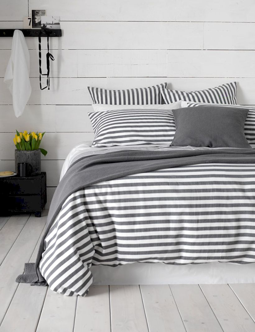 Visually pleasant yellow and grey bedroom designs ideas 26