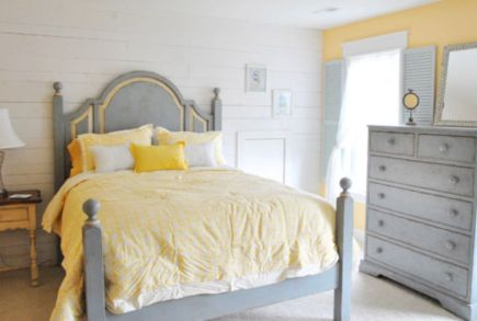 Visually pleasant yellow and grey bedroom designs ideas 41