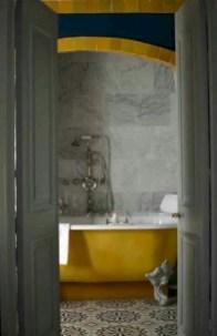 Yellow tile bathroom paint colors ideas (19)