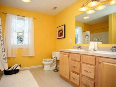 Yellow tile bathroom paint colors ideas (7)