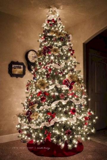 Beautiful scandinavian christmas tree decoration ideas 09