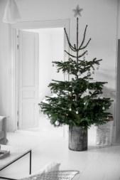 Beautiful scandinavian christmas tree decoration ideas 14