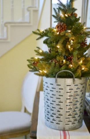 Beautiful scandinavian christmas tree decoration ideas 25
