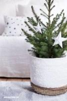 Beautiful scandinavian christmas tree decoration ideas 26