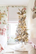 Cozy christmas decoration ideas for your apartment 17