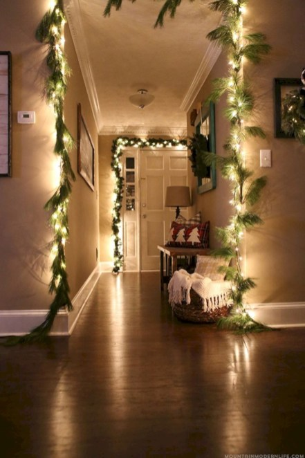 Cozy christmas decoration ideas for your apartment 24