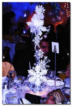 Creative diy christmas table centerpieces ideas 06