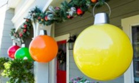 Easy outdoor christmas decorations ideas on a budget 12