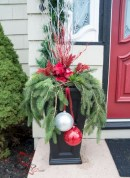 Easy outdoor christmas decorations ideas on a budget 26