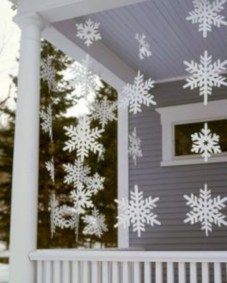 Easy outdoor christmas decorations ideas on a budget 37