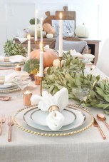 Inspiring farmhouse christmas table centerpieces ideas 04