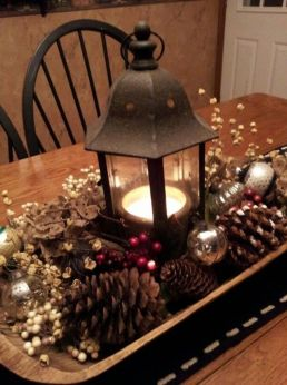 Inspiring farmhouse christmas table centerpieces ideas 20