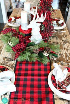Inspiring farmhouse christmas table centerpieces ideas 31