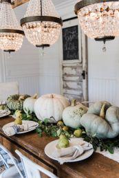 Inspiring farmhouse christmas table centerpieces ideas 37