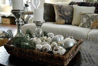 Minimalist christmas coffee table centerpiece ideas 11