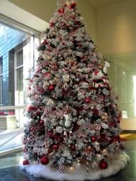Stunning gold christmas tree decoration ideas 04