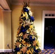 Stunning gold christmas tree decoration ideas 15