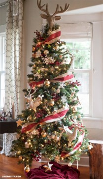 Stunning gold christmas tree decoration ideas 19