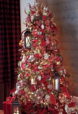 Stunning gold christmas tree decoration ideas 20