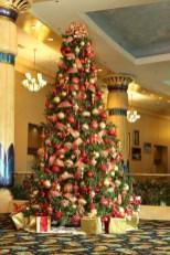 Stunning gold christmas tree decoration ideas 24