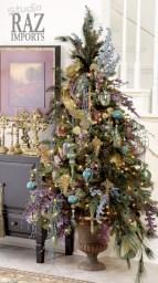 Stunning gold christmas tree decoration ideas 27