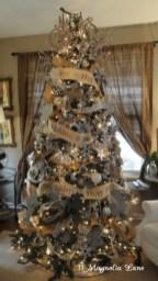 Stunning gold christmas tree decoration ideas 37