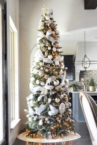 Stunning gold christmas tree decoration ideas 40