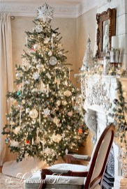 Stunning gold christmas tree decoration ideas 48