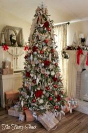 Stunning gold christmas tree decoration ideas 49