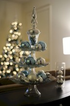 Stylish silver and white christmas table centerpieces ideas 07