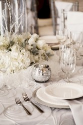 Stylish silver and white christmas table centerpieces ideas 08