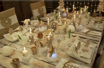 Stylish silver and white christmas table centerpieces ideas 26