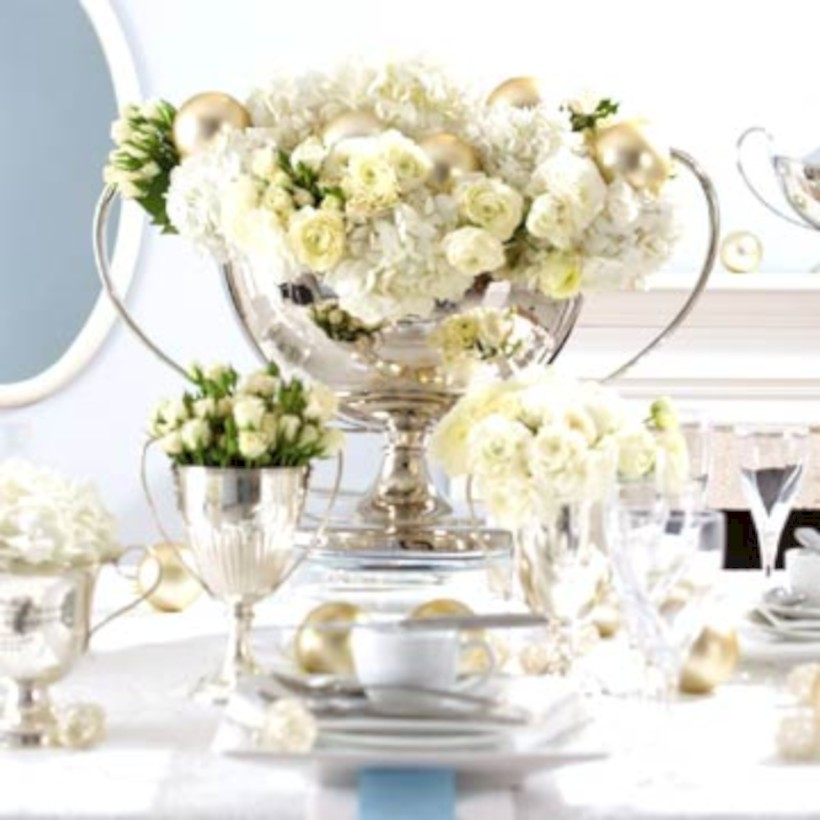 Stylish Silver And White Christmas Table Centerpieces Ideas 31