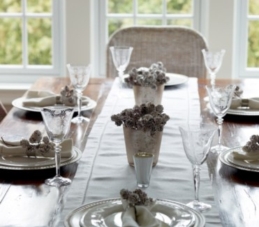 Stylish silver and white christmas table centerpieces ideas 36