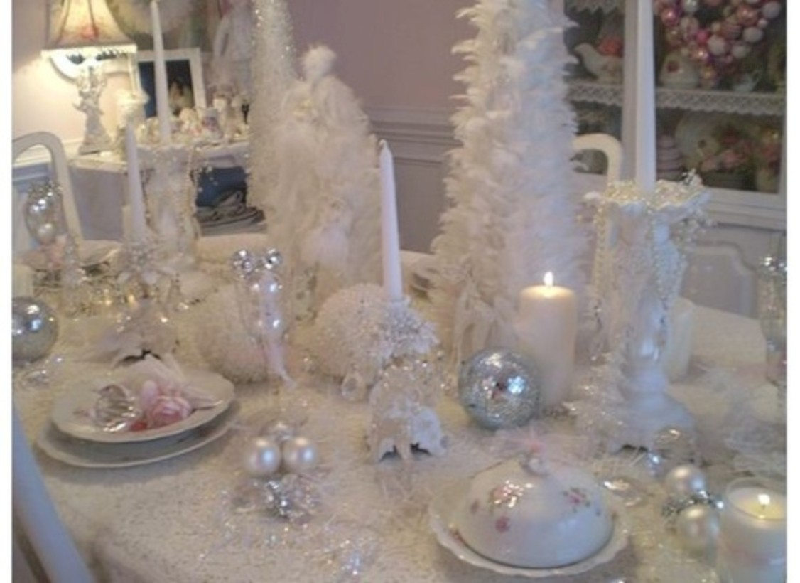 46 Stylish Silver and White Christmas Table Centerpieces Ideas