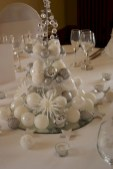 Stylish silver and white christmas table centerpieces ideas 46
