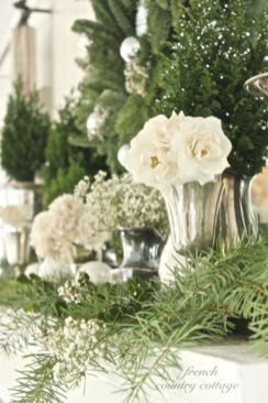 Totally adorable white christmas floral centerpieces ideas 46