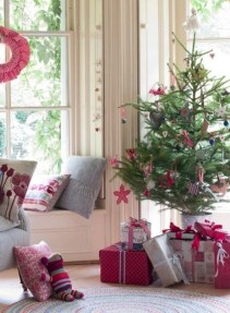 Totally inspiring small christmas tree decoration ideas for space saving 22
